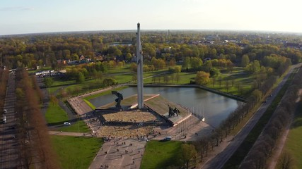 Fotomurales - Aerial view of the Victory park in Riga, Latvia. Victory monument. Latvians are taking part in procession called