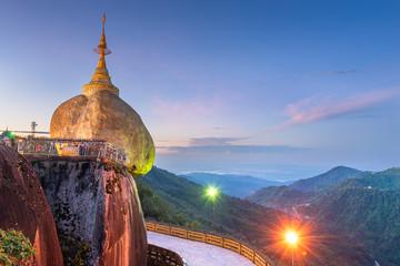 Fototapete - Golden Rock of Mt. Kyaiktiyo, Myanmar.