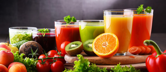 Papiers peints Jus, Sirop Glasses with fresh organic vegetable and fruit juices