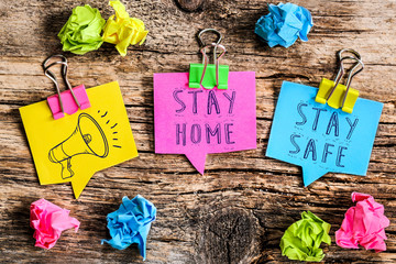post it : stay home , stay safe