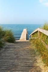 Weg zur alten Seebrücke in Heiligenhafen, Ostsee, Deutschland