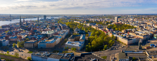 Fotomurales - Cityscape aerial view on the old town of Riga with Dome cathedral and beautiful city view  in Riga city, Latvia