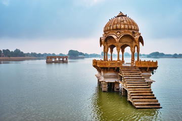 Fotomurales - Indian landmark Gadi Sagar - artificial lake. Jaisalmer, Rajasthan, India