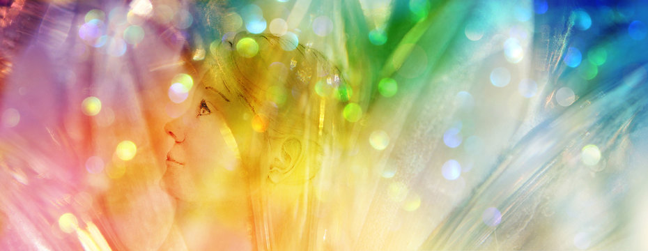 Banner Kristallkind in funkelndem Feld regenbogenfarbenen Lichts