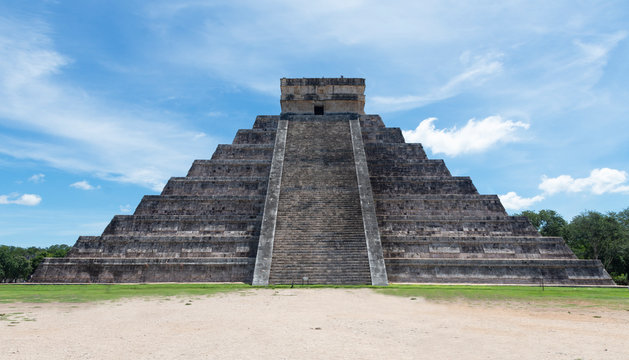 Chichen Itza. Archeological ruins in Mexico - image