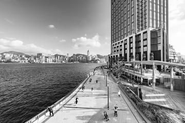 Fototapete - Seaside promenade of Victoria harbor of Hong Kong city