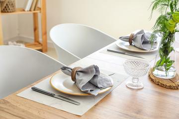 Foto op Aluminium Londen Served table in modern dining room