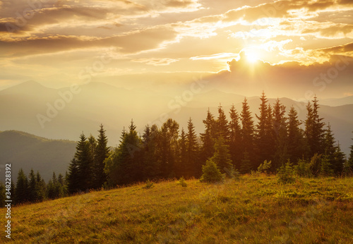 Wall mural Picturesque sunset in the alpine highlands. Location place Carpathian mountains, Ukraine, Europe.