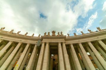 Il celebre Colonnato di Bernini in Piazza San Pietro a Roma, Italia