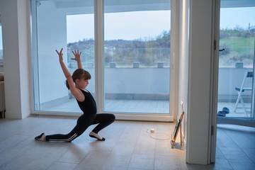 girl online education ballet class at home