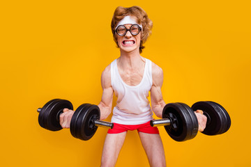 Keuken foto achterwand Hoogte schaal Portrait of his he nice funky motivated mad foxy guy lifting barbell doing work out trainer program regime body building goal isolated over bright vivid shine vibrant yellow color background