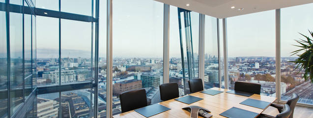 Modern conference room overlooking cityscape, London, UK Fotobehang