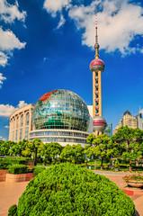 Fernsehturm Shanghai mit Weltkugelgebäude
