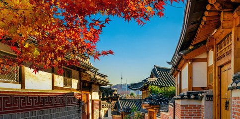 Wall Mural - Autumn seasons at Bukchon Hanok Village. Traditional Korean style architecture in Seoul,Korea.