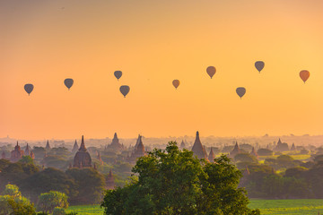 Fototapete - Bagan, Myanmar Ancient Landscape and Hot Air Balloons