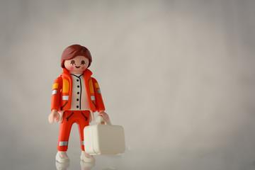 Lippstadt - Deutschland 10. Mai 2020 - Playmobil Sanitäter mit Erste Hilfe Koffer
