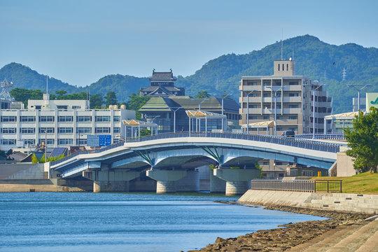 島根県松江市の白潟公園から松江城、宍道湖大橋方面の都市風景