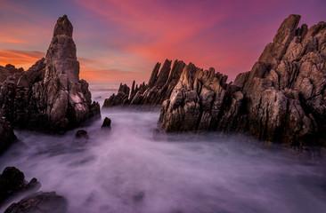 Foto op Plexiglas Lavendel long exposure pinnacle rocks milky sea