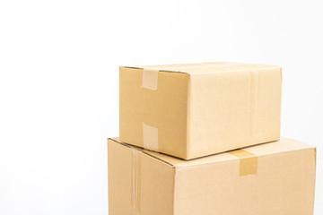 積み重ねたダンボール箱の写真