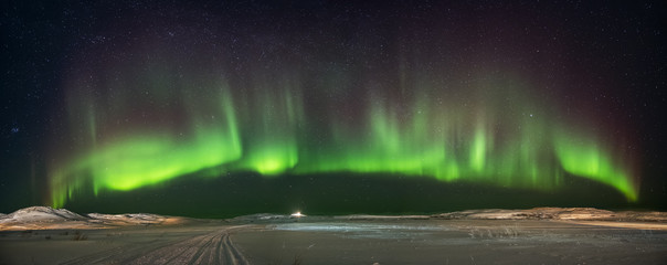 Photo sur Aluminium Aurore polaire Landscape with northern lights on the coast of the Barents Sea on the Kola Peninsula at night at high ISO sensitivity. Panoramic view