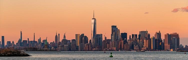 Fototapete - New York City downtown skyline sunset