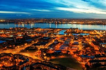 Fototapete - Liverpool skyline rooftop night view