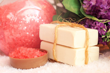 Papiers peints Pays d Europe Red sea salt and purple flowers, white soap for beauty and health