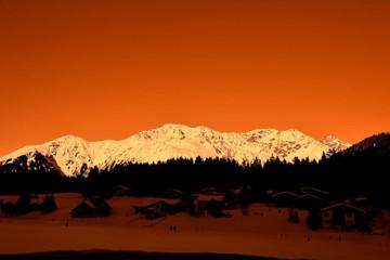 Foto auf AluDibond Rot kubanischen Built Structures On Snow Covered Landscape Against Clear Sky