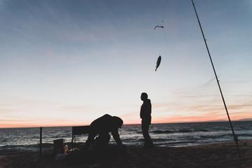 Pêcheurs sur une plage du Portugal