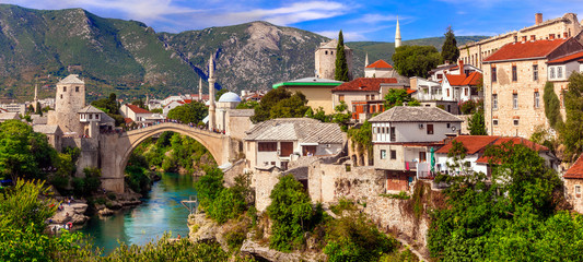 Spoed Fotobehang Oude gebouw Beautiful iconic old town Mostar with famous bridge in Bosnia and Herzegovina, popular tourist destination