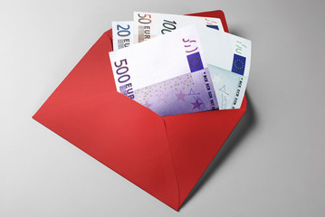 Financial aid: 20, 50, 100, and 500 Euro Bills in red envelope
