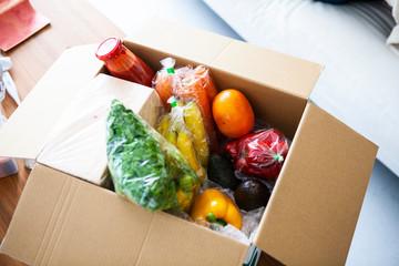 日用品と食料品のデリバリー