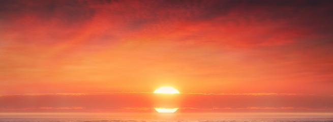 Foto auf Gartenposter Koralle background of amazing red sunset with big sun