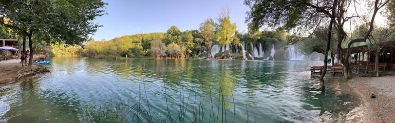 Foto auf Gartenposter Khaki Chute d'eau dans le village de Blagaj en Bosnie-Herzégovine