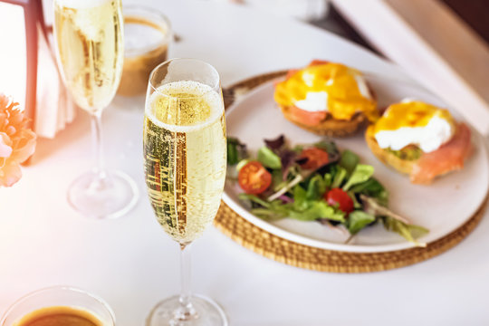 Sunday brunch with prosecco and eggs benedict