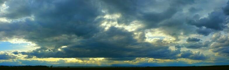 Foto auf AluDibond Blau türkis Scenic Shot Of Clouds Over Landscape