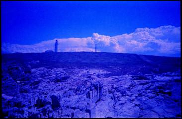 Foto auf AluDibond Dunkelblau Countryside Landscape Against Blue Sky
