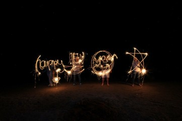 Fotomurales - People Making Text From Light Paintings At Night