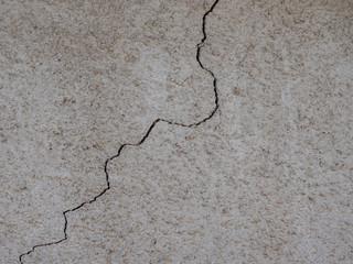 Riss in einer Wand Bauschäden