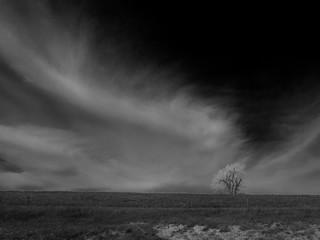Fototapeten Grau Scenic View Of Landscape Against Cloudy Sky