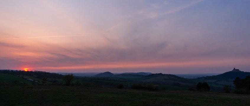 Landschaft zum Sonnenuntergang
