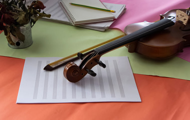 Scroll of violin put on blank note sheet,prepare for practice,blurry light around