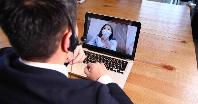 サラリーマン テレワーク リモートワーク テレビ会議 男性 ビジネス 打ち合わせ オフィス パソコン 女性