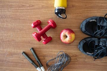 Obraz Zestaw przyrządów do ćwiczeń fitness i modelowania sylwetki - fototapety do salonu