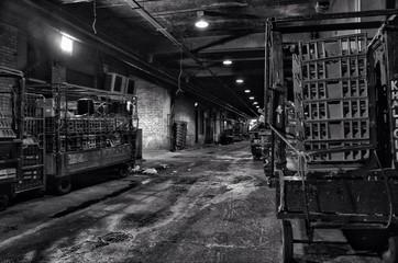 Obraz Messy Industrial Building - fototapety do salonu