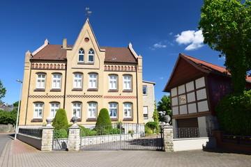 Dorfstraße in Schulenburg mit hübschem Bauernhaus