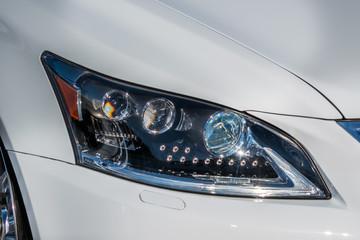 ヘッドライト Uniquely designed headlights