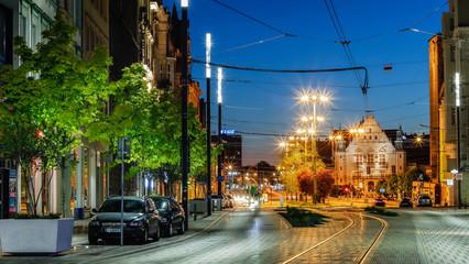 Nocne zdjęcie ulicy w Poznania Wall mural