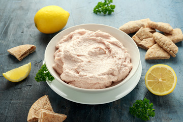 Photo sur Plexiglas Roe Taramasalata dip made with fish roe in white bowl