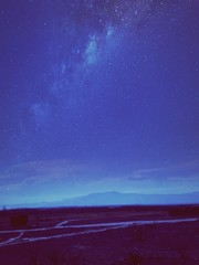 Foto auf AluDibond Dunkelblau Landscape Against Blue Sky